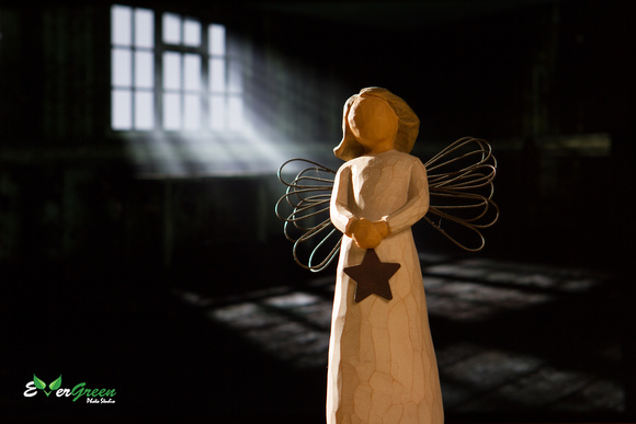 Angel of Light Willow Tree® sculptures